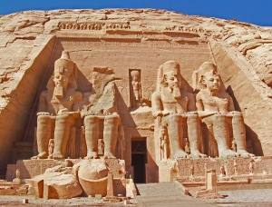 Hram Abu Simbel slikan sa prednje strane