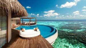 Kućica na vodi sa bazenom iz koga se odmah gleda u kristalno bistro tirkizno more