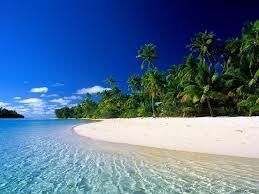 Plaža sa belim peskom i tirkizno plava voda