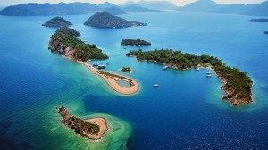 Slika ostrva i mora iz vazduha